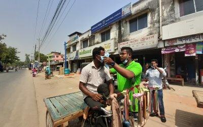বোদায় ১০০০ মাস্ক বিতরন করল হৃদয়ে গ্রামবাংলা ফাউন্ডেশন
